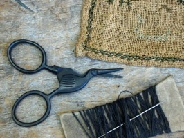 Tiny Primitive Black Storklette Scissors