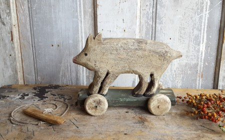 Primitive Wood Pig Pull Toy***